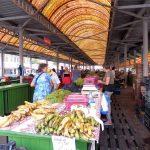 138. …na bazar miejski z owocami i warzywami…
